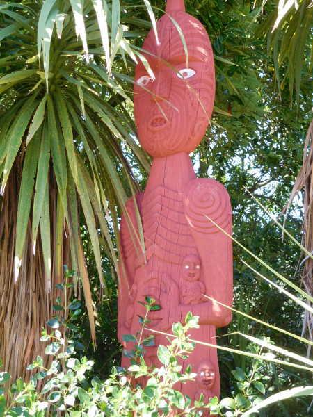 Maori carvings protecting the gardens
