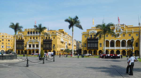 Lima centro with Balconies